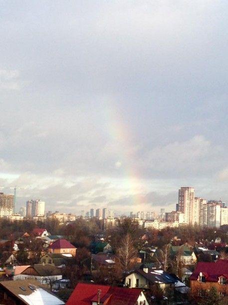 Хороший знак: Над Киевом в католическое Рождество появилась зимняя радуга