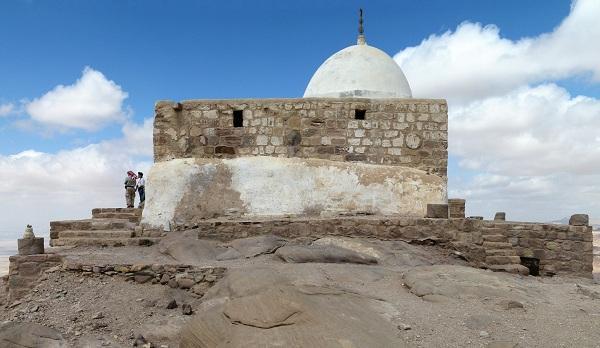 После посещения группой израильтян могилы брата Моисея — первосвященника Аарона, Иордания закрыла доступ к его могиле