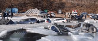Около 30 машин рыбаков провалились под лед в России. ВИДЕО